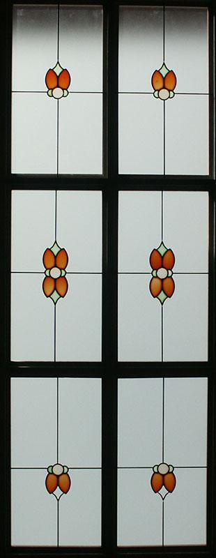 Puerta de paso con cristal decorado con resina cuarterones