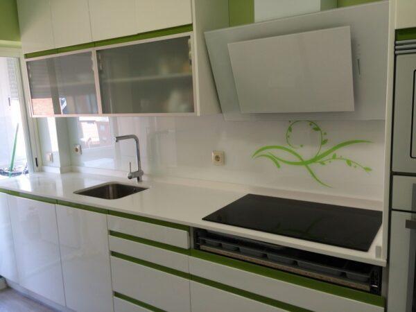 Vidrios lacados para frente de cocina