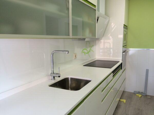Vidrio lacado para frente de cocina