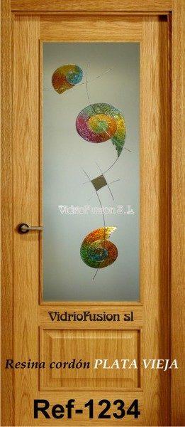 Puerta de paso decorada con resina cordón transparente