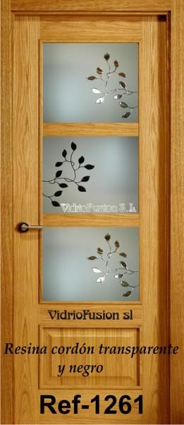 Puertas de paso decoradas con resina cordón transparente